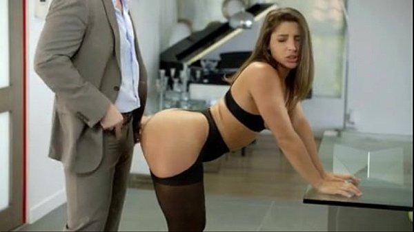 Novinha dando o cu pela primeira vez em filme porno