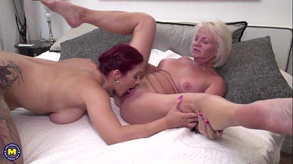 Arquivo sexual com três lesbicas protagonizando uma suruba