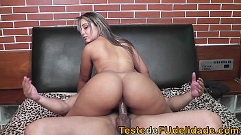 Beeg bunda gostosa cavalgando no sexo sem camisinha