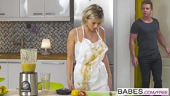 Boafoda fodendo as gostosas na cozinha