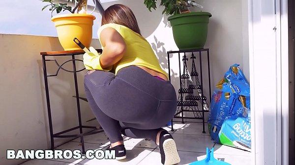 Xvideos porno com morena rabuda dando uma boa trepada depois de lavar as roupas do maridão