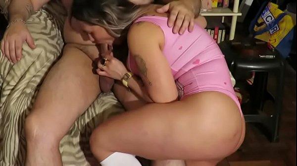 Amadora brasileira pagando um lindo boquete na webcam online