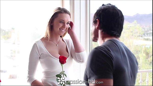 Boa foda com uma nova loirinha safada que adora receber um sexo oral bem feito antes da rola entrar