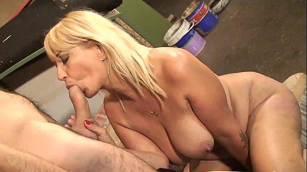 Comendo a tia dos peitos grandes