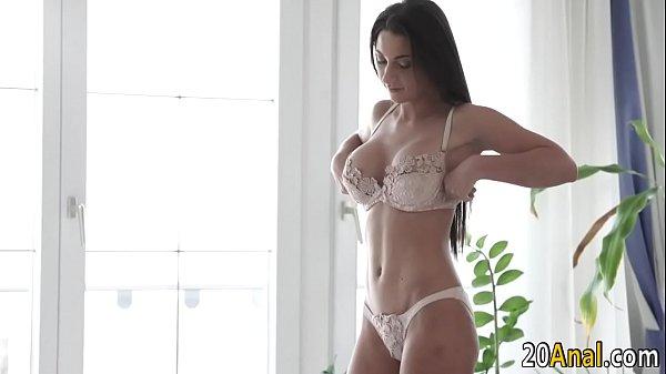 Hd porno com a bela morena de lingerie branca metendo bem gostoso com o seu macho