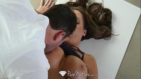 Mulher gostosa e experiente transando