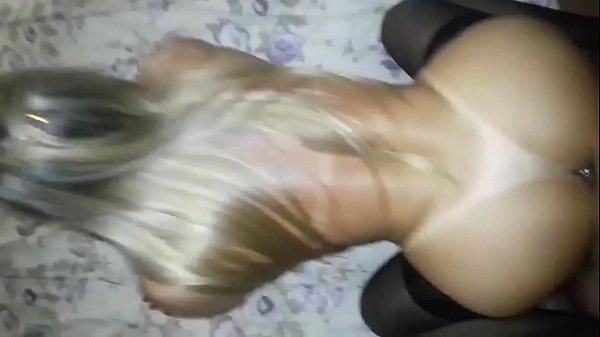 Novinha brasileira fodendo de quatro com tesão
