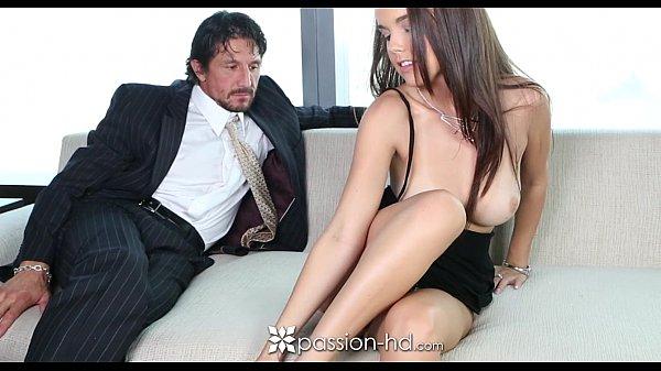 Porno em hd com a novinha safada metendo gostoso com o empresário cheio da grana