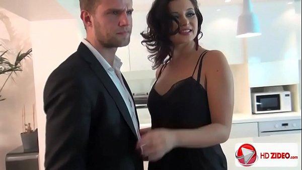 Porno hd com a coroa morea que é uma delicia metendo com um cara mais jovem