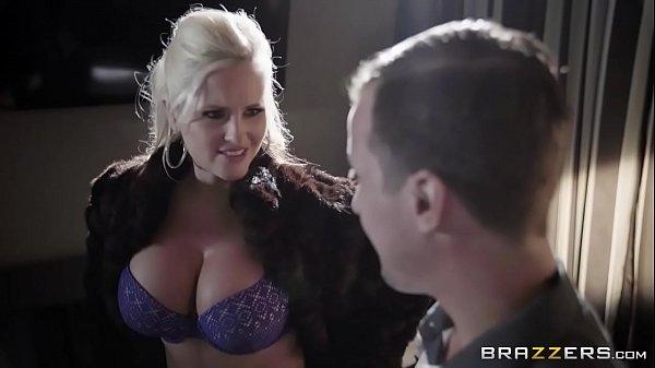 Xxx videos de uma loira peituda metendo com o bem dotado da brazzers