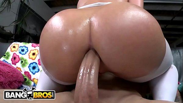 Cena de sexo anal com a loira do rabão