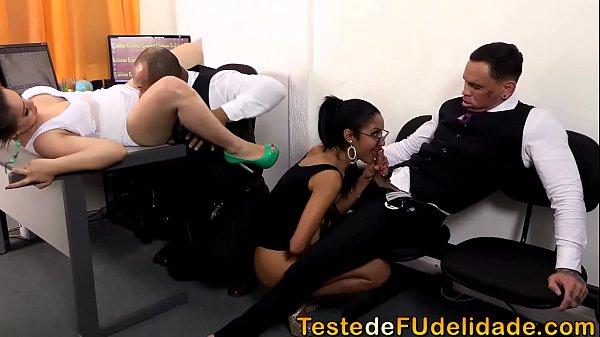 Filme de sexo com suruba na firma