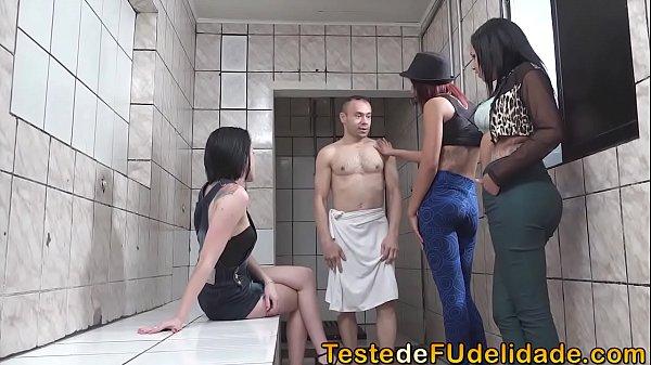 Fodendo mulheres gostosas no banheiro