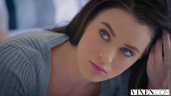 Morena de olhos azuis mamando e dando a xereca