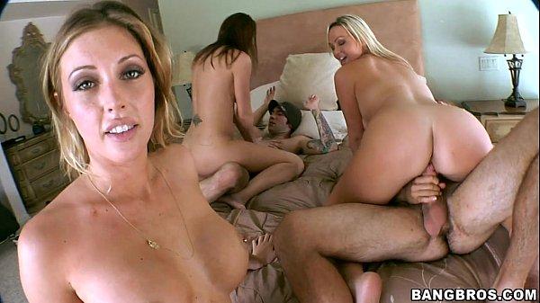 Orgia no quarto com as amigas